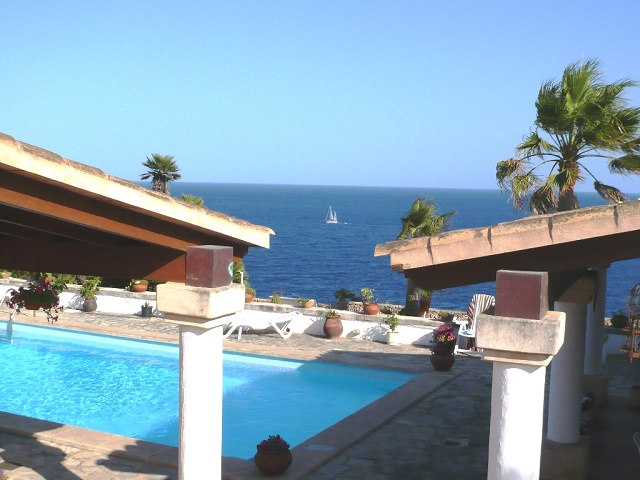 Frontline Chalet with Swimming Pool, Cala Llombards