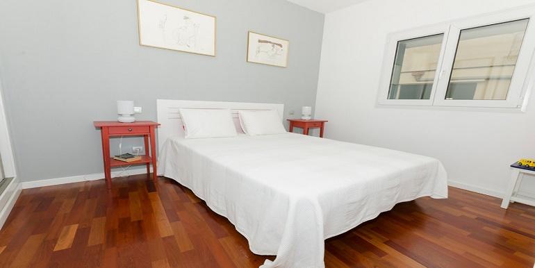 AP 319 bedroom