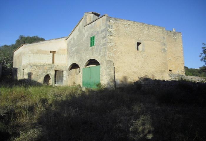 Great Farmhouse for Renovation near Cas Concos, Mallorca